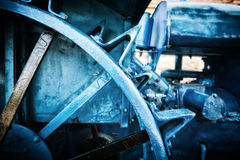 Antikes Traktormetallährentragende Radnahaufnahme Lizenzfreies Stockbild