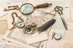 Antikes Zubehör, alte Buchstaben und Postkarten Lizenzfreie Stockfotos
