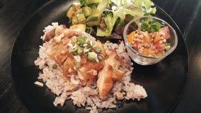 Antikorpulenz-japanische Mahlzeit/Huhn, Reis und Salat Lizenzfreie Stockfotos