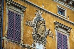Antikt emblem i Siena royaltyfri bild