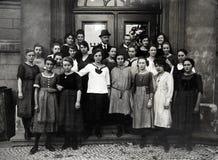 Antikt foto av studenterna Arkivbild