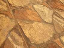 Antikt golv med det bruna blandade golvet royaltyfri bild