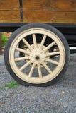 Antikt lastbilhjul Royaltyfri Fotografi