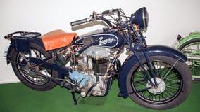 Antikt motorcykelmärke PRAGA 500 BD, 499 ccm, 1928, motorcykelmuseum Arkivbilder