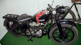 Antikt motorcykelmärke Puch 500 V, 1933-1936, motorcykelmuseum Arkivfoto