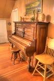antikt piano Arkivfoton