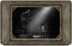 Antikt tappningcirkuskort, elefant, cirkusdirektör, gyckel royaltyfria bilder