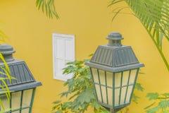 Antikvitet dekorerade lampor i Las Penas Guayaquil Ecuador Royaltyfria Foton