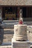 Antikvitet som snider i sten med mytiskt motiv Arkivbild