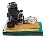 Antikvitet svart, fick- kamera, gamla fotoalbum, retro svartvita fotografier, historisk negation för kameran Royaltyfri Bild