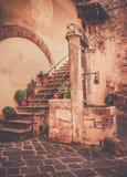 Antikvitet väl i Tuscany Royaltyfri Fotografi
