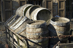 antikviteten barrels öl Arkivfoto