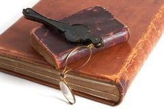 antikviteten books lorgnette Royaltyfri Fotografi