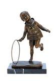 Antikviteten brons figurinen av pojken med beslag. royaltyfri foto