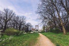 Antikviteten fördärvar på den Ruinenberg kullen i Potsdam arkivbilder