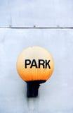 Antikviteten parkerar lampan royaltyfri bild