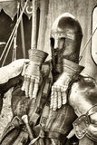 Antikviteten passar av armoren arkivfoto