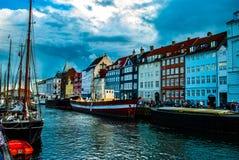 Antikviteten sänder i Nyhavn, Köpenhamnen, DK royaltyfria bilder