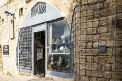 Antikviteten shoppar ingången royaltyfri foto