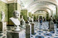 Antikviteten skulpterar i korridoren av Jupiter i eremitboningen Museu arkivfoton