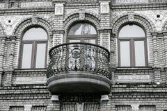 Antikviteten stenar balkongen royaltyfri fotografi