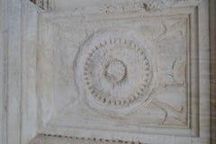 Antikviteten stenar lättnad i grå färger royaltyfri bild