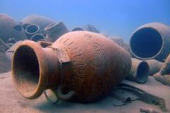 antikviteten tilldrar dykare fejkar kannor till royaltyfri foto
