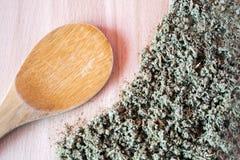 Antinfiammatorio di erbe naturale, antimicrobico, emostatico - tè prudente organico immagini stock