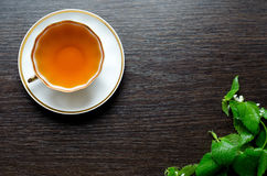 Antinfiammatorio di erbe naturale - tè organico dell'morto-ortica fotografia stock libera da diritti