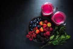 Antiossidante tutto il frullato della frutta di bacche immagini stock