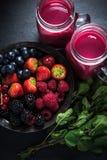 Antiossidante tutto il frullato della frutta di bacche fotografia stock