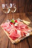 Antipasti półmisek Leczę mięso, jamon, oliwki, kiełbasa, salam Obrazy Royalty Free
