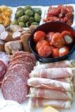 Antipasto; carne, aceitunas, pimientas, queso Foto de archivo