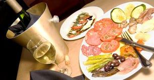 Antipasto en Wijn royalty-vrije stock afbeelding