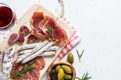 Antipasto italiano tradicional no branco fotos de stock