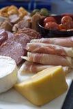 Antipasto; vlees en kaasschotel Stock Afbeelding