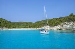Antipaxos wyspy Turkusowy morze - Ionian morze †'Grecja - Zdjęcia Stock