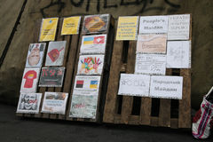 Antiputin, affiches d'antisoviet. Euromaidan, Kyiv après la protestation 10.04.2014 Photographie stock libre de droits
