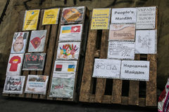 Antiputin, antisoviet affiches. Euromaidan, Kyiv na protest 10.04.2014 Royalty-vrije Stock Foto's