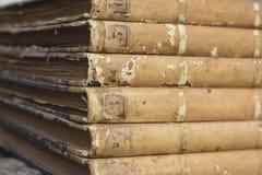 Antiquarische alte Bücher der Weinlese Stockbild