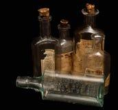 antique разливает рецепт по бутылкам микстуры Стоковые Фотографии RF