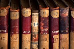 Free Antique Books On Vintage Bookshelves With Old Volumes Of A Library Stock Photo - 152628280