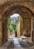 Antique Italian alley. Picturesque narrow alley with archway in the ancient town Gualdo Cattaneo, Umbria, Italy Stock Photo