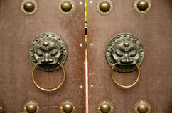 Antique lion head door knob at Chinese temple Royalty Free Stock Photos