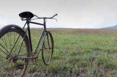 Antique or retro oxidized bicycle outside Royalty Free Stock Photography