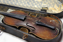 Antique violin in poor condition Stock Photography