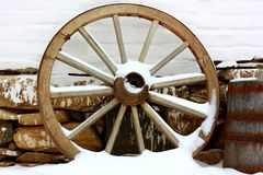 Antique wagon wheels in snow Royalty Free Stock Images