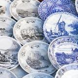 Antiquitäten des 19. Jahrhunderts für Verkauf auf einer Flohmarkt in Tiflis Lizenzfreie Stockfotos