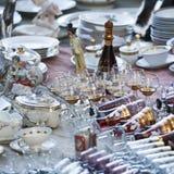 Antiquitäten des 19. Jahrhunderts für Verkauf auf einer Flohmarkt in Tiflis Lizenzfreie Stockbilder