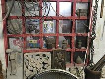 Antiquitätengeschäftfenster lizenzfreies stockfoto